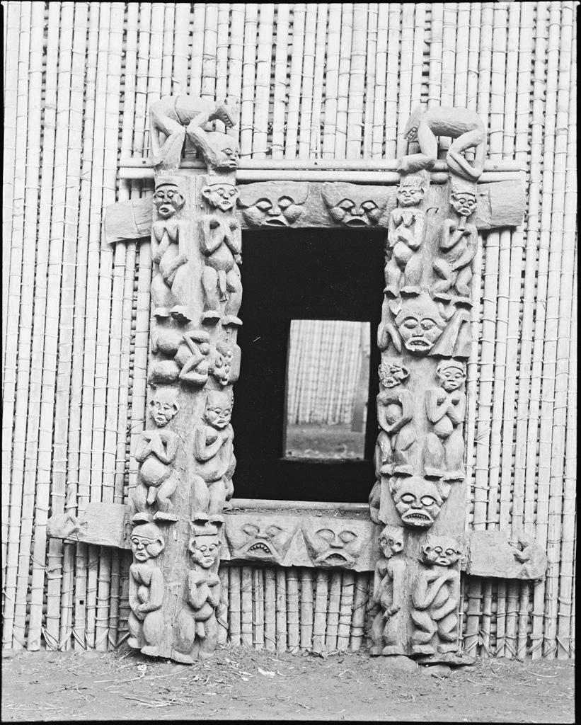 Porte à Bayangam