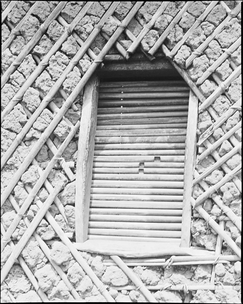 Porte de case de femme à Bazou