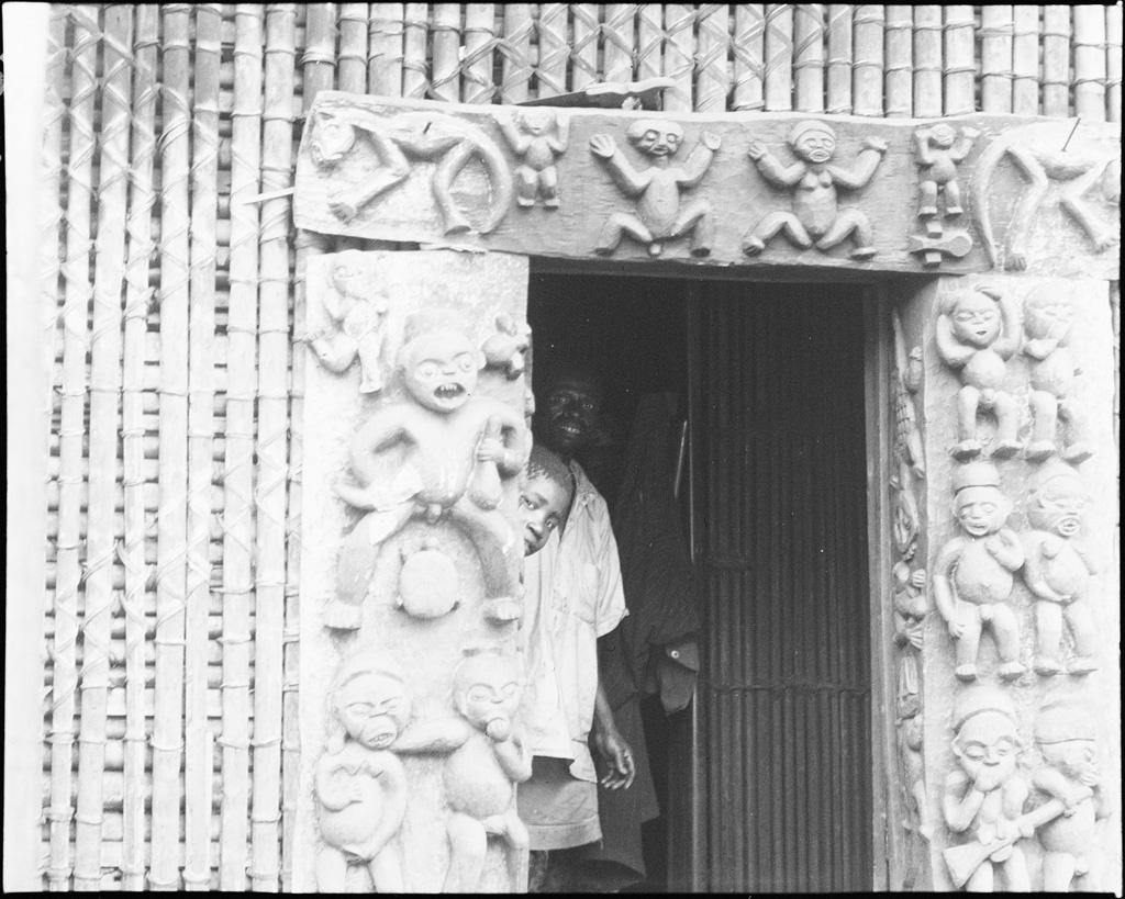 Porte de la chefferie de Bana