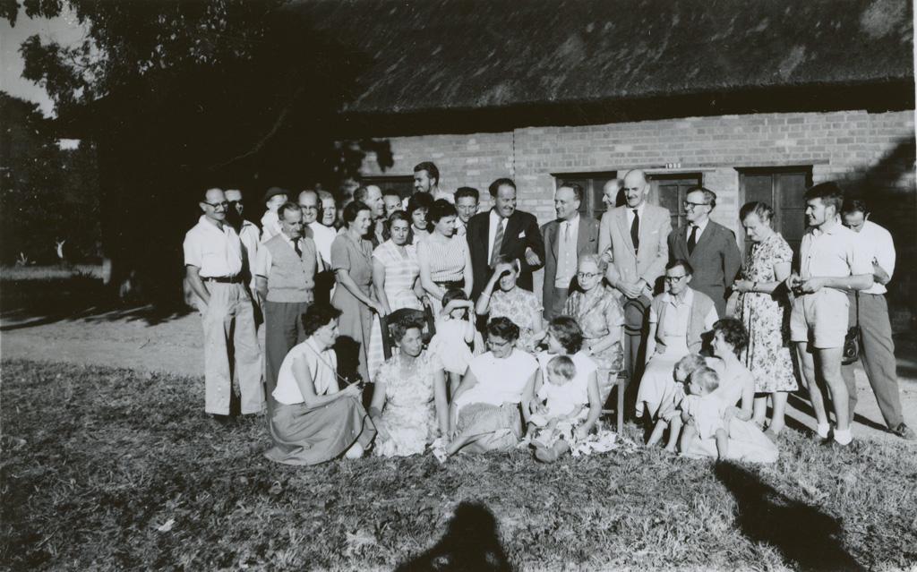 Portrait de groupe des membres présents à la 63ème Conférence missionnaire du Zambèze de 1960