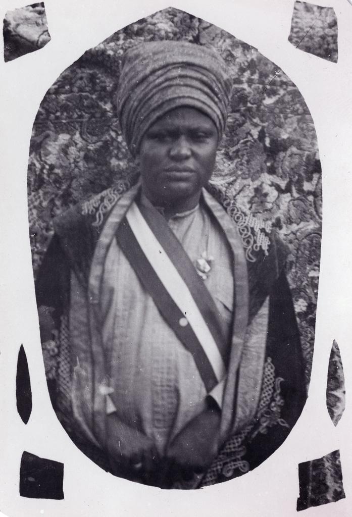 Portrait du roi Njimoluh / non identifié (1910/1930)