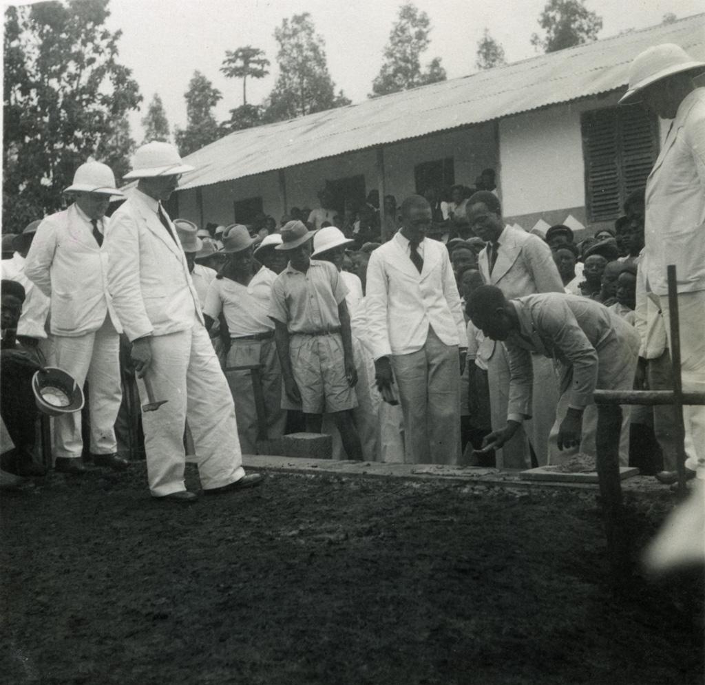Pose de la première pierre de l'église de Nkongsamba