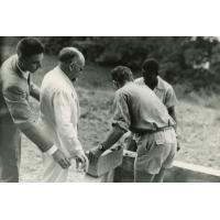 Pose de la première pierre du centre d'accueil de Libreville par Jean Beigbeder
