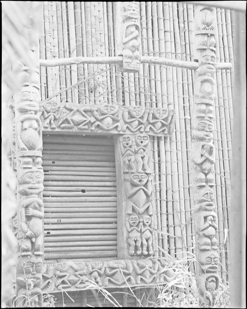 Poteaux et cadre de porte de chefferie