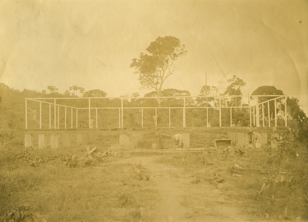 Première maison missionnaire en construction