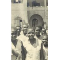 Quelques-unes des 110 fillettes de l'internat de Lambaréné