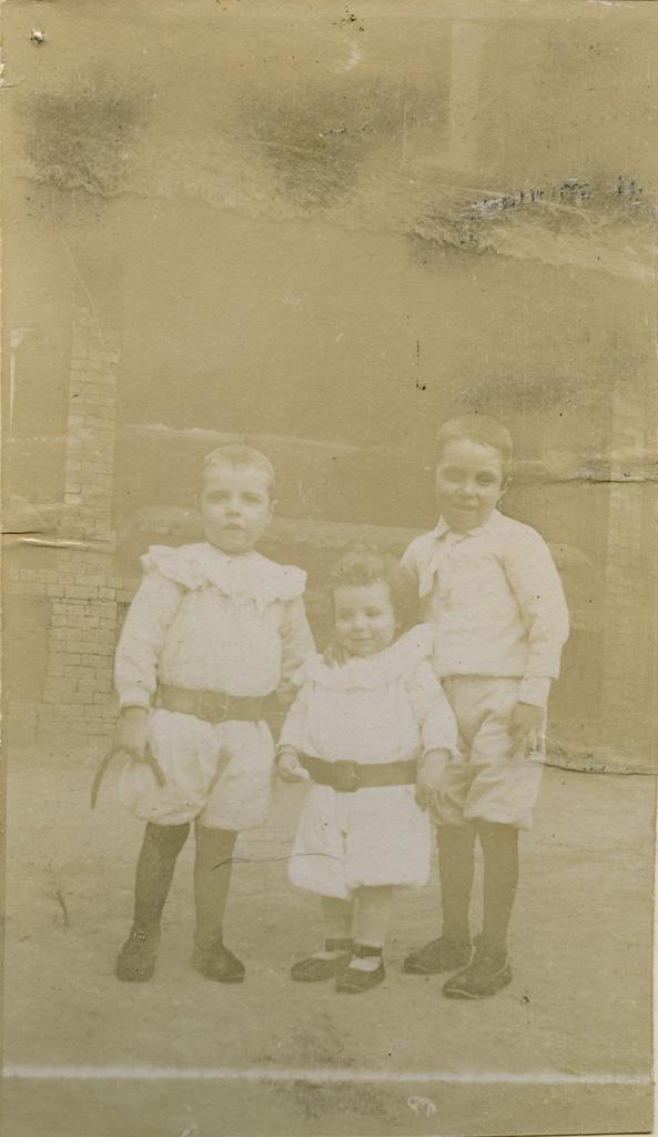 René, Jean et Alice Mondain