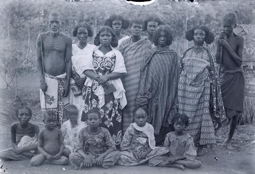 Sakalaves de l'Ambongo, une chefesse et son entourage