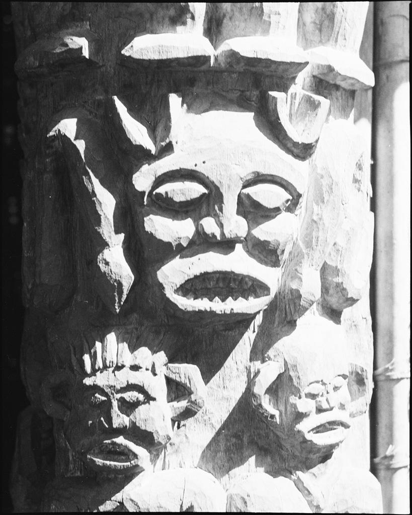 [Sculpture de porte]