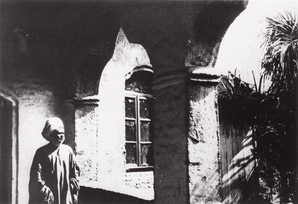 Seidou Njimoluh Njoya, le Sultan de Foumban, sur la galerie de son palais