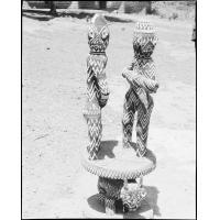 Siège d'honneur, statues en perles