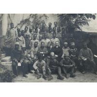 Soldats Malgaches, Tahitiens et Calédoniens avec le pasteur Matossi à Menton