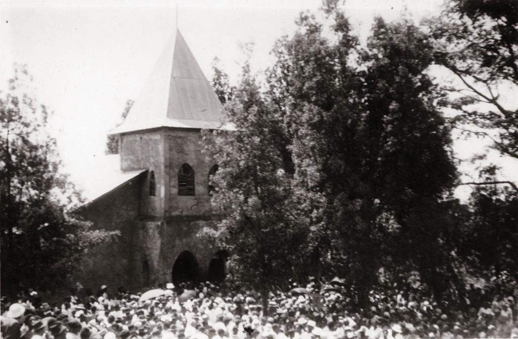 Sortie d'église à Foumban, consécration