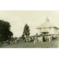 Sortie d'un service religieux à la chapelle de Ndoungué