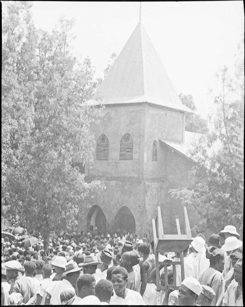 Sortie du culte à Foumban