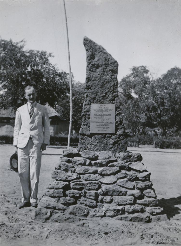 Stèle du jubilé célébrant les cinquante ans de présence de la Mission de Paris au Zambèze (1885-1935) et Mr J.P. Berger, à Sefula