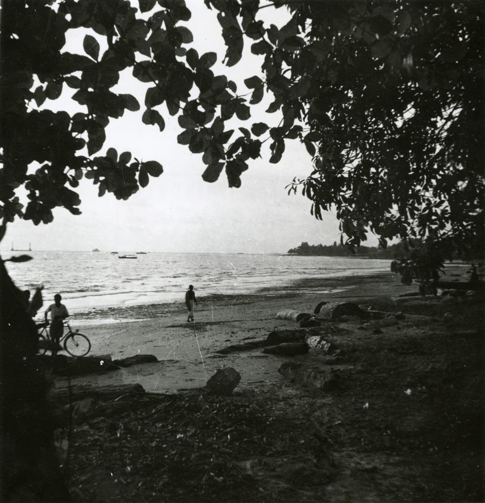 Sur la plage de Baraka à Libreville