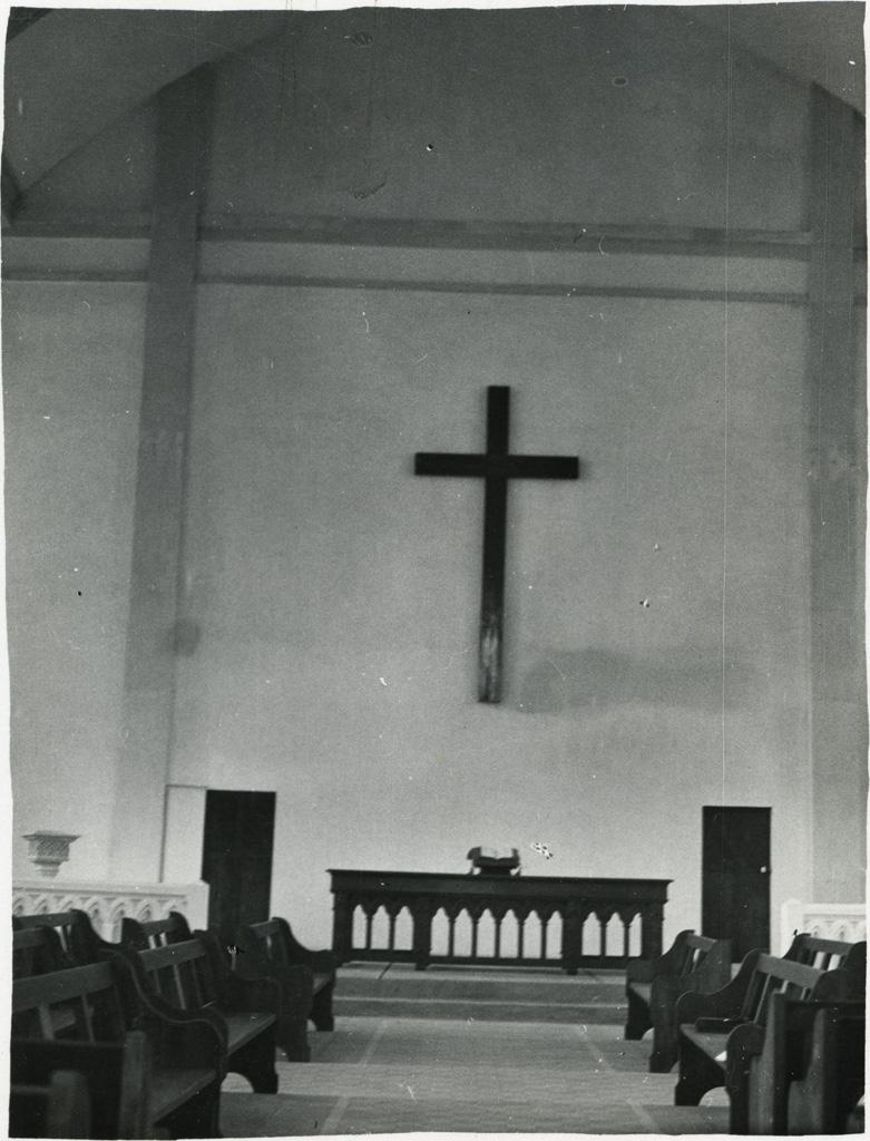 Temple, la croix, la table de Saint-Cène