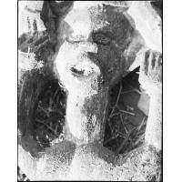 Tête de femme sur un poteau sculpté