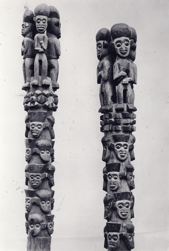Totems sculptés, art Bamoun