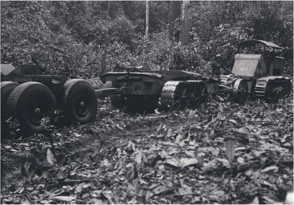 Tracteur à chenilles de 50CV et train de remorques de 24 tonnes de charge utile
