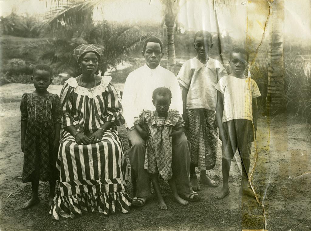 Un catéchiste et sa famille au Gabon