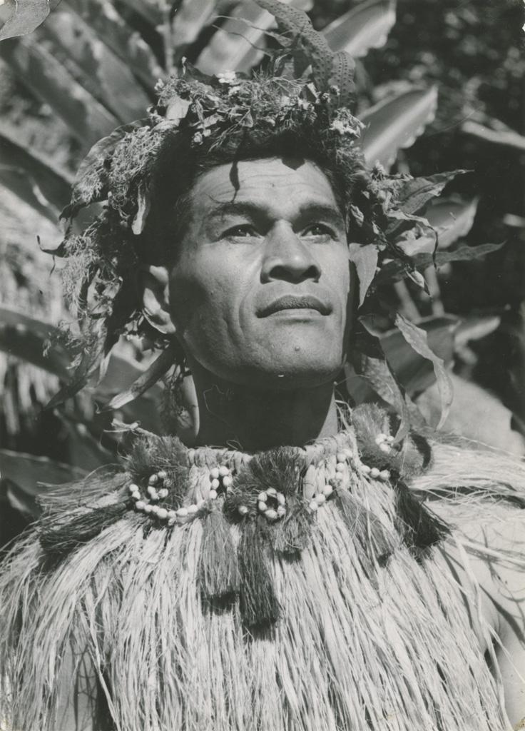 Un chef de danse des Iles Sous-le-Vent / A. Sylvain ([s.d.])
