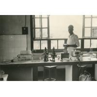 Un coin du laboratoire de Ndoungue