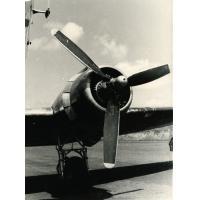 Un des moteurs du Dakota C47 qui a apporté à Foumban le général Roguet