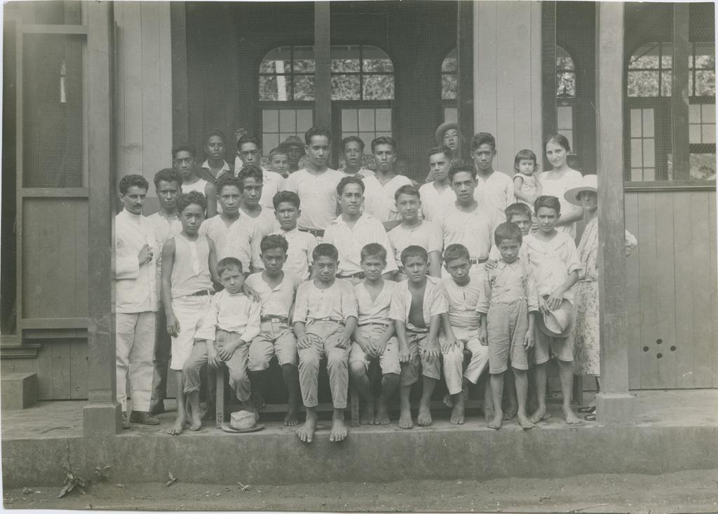 Un groupe d'internes de l'école des garçons de Papeete