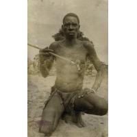 Un homme avec une pipe faite main