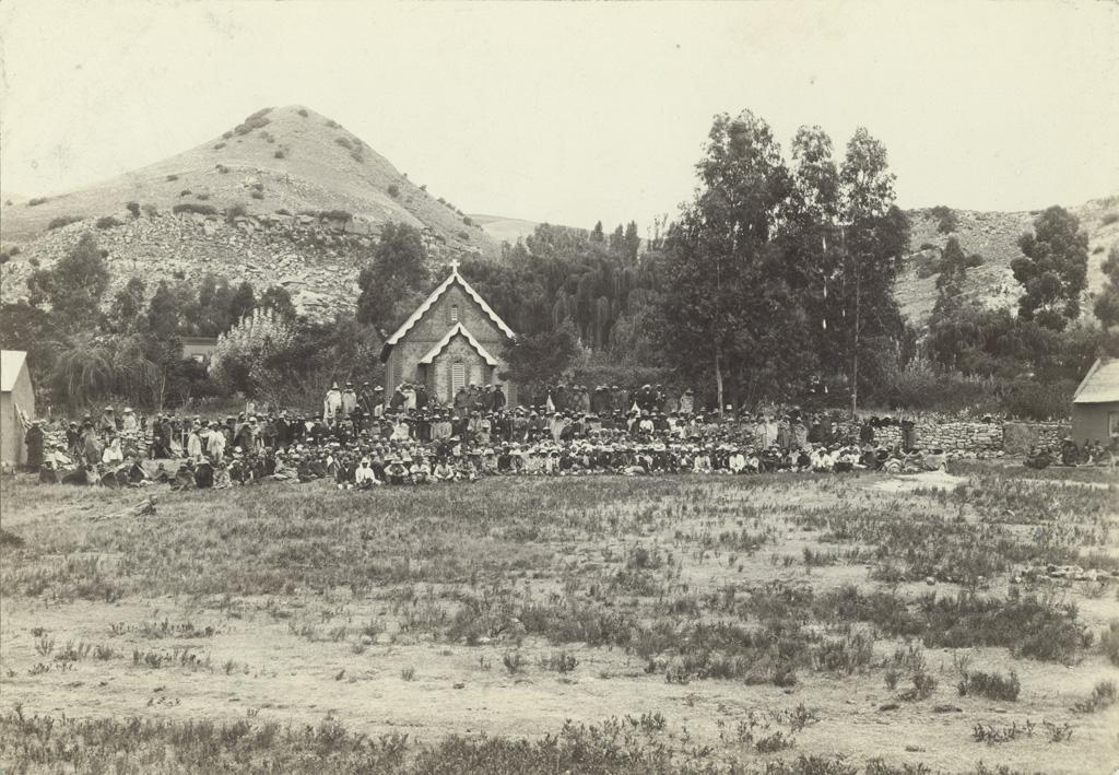 Une assemblée religieuse à Thabana-Morena / non identifié (1895/1908)