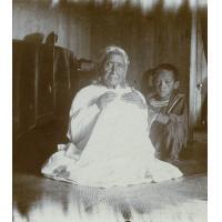 Une grand-mère Tahitienne et un enfant