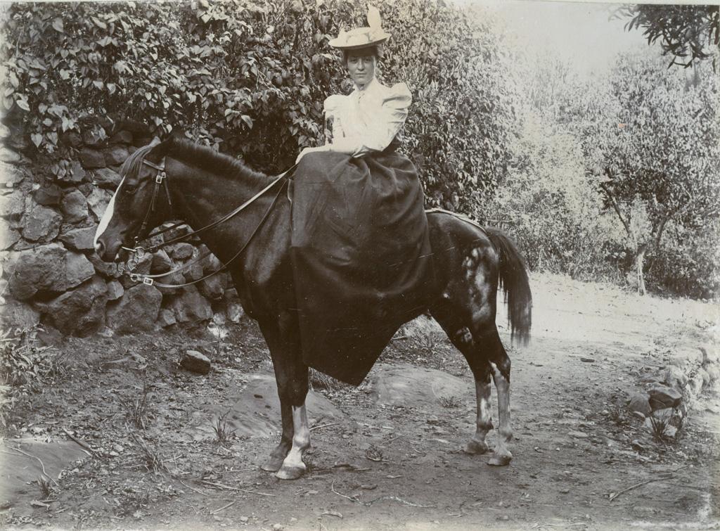 Une missionnaire à cheval