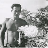 Une nacre portant du corail