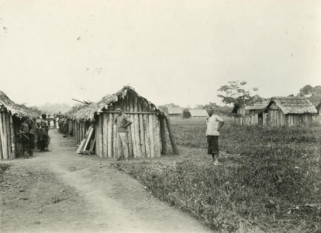Village et école d'Ovan / non identifié (1920/1940)