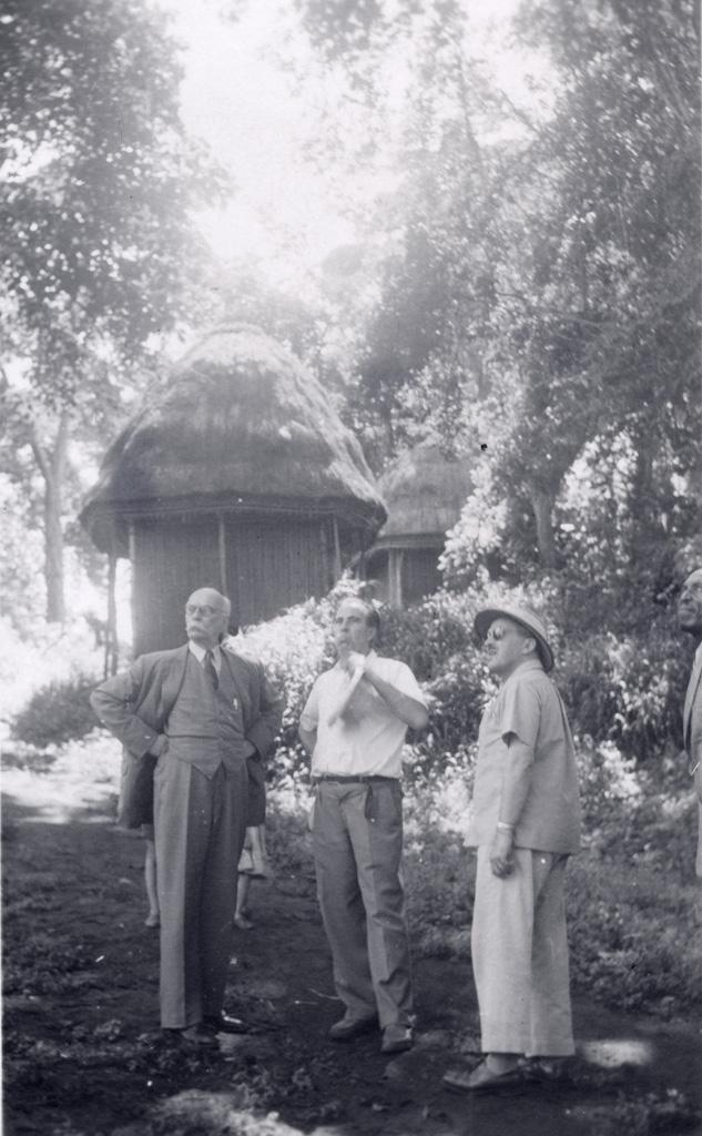 Voyage de Marc Boegner, président du comité, avec le docteur Broussous et M. Bruneton