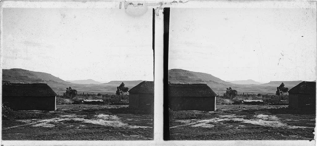 Vue depuis le stoop de la maison de Théophile Duby sur le col par lequel on arrive de Maseru à Morija