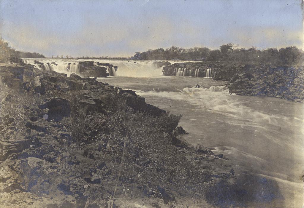 Vue des rapides Ngonga depuis le côté ouest