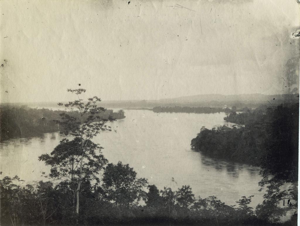 Vue sur l'Ogooué du haut de la colline de Lambaréné