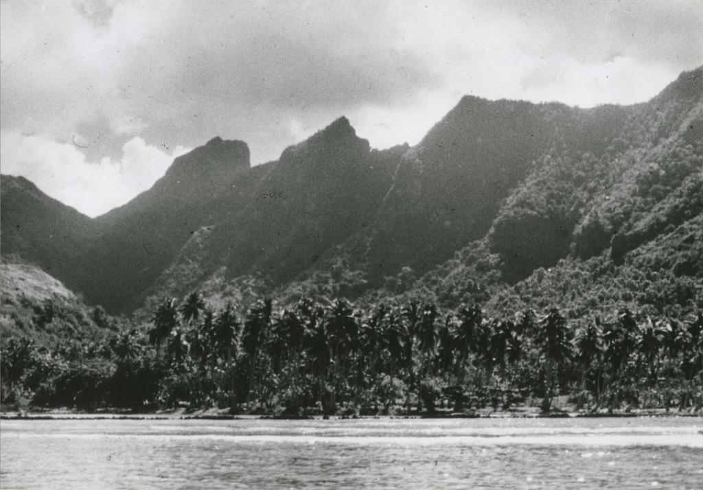 Vue sur la baie d'Afareaïtu, sur l'île Raïtea