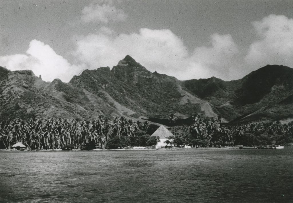 [Vue sur une île de Polynésie française]