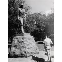 statue de David Livingstone dominant les chutes de Victoria dont ce missionnaire dit : 'Des scènes d'une telle beauté ont du être admirées par les anges dans leur vol', quand le 16 novembre 1